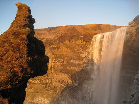 Iceland waterfalls photos: Skogafoss face formation