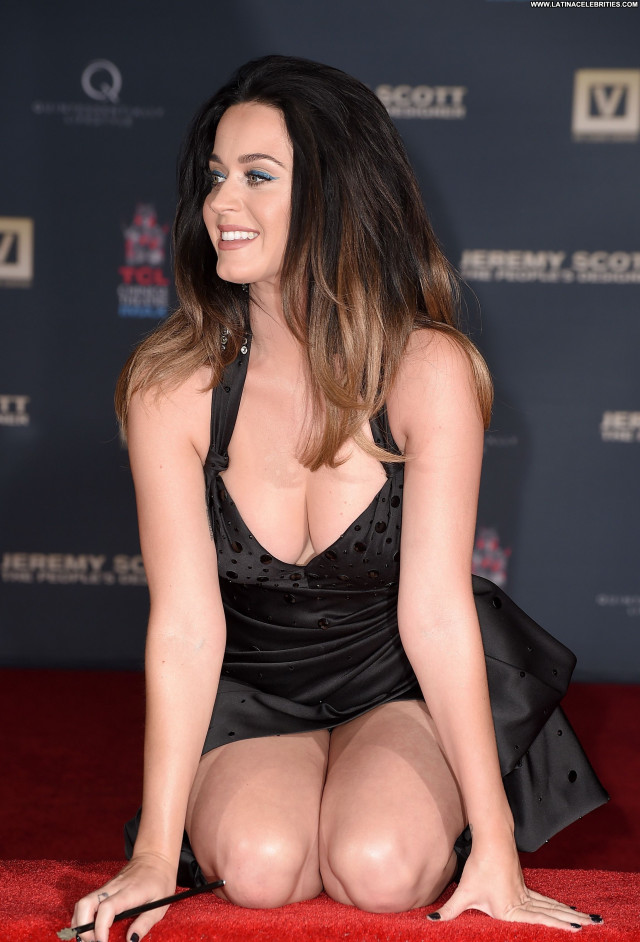 Katy Perry Babe Beautiful Celebrity Upskirt Sexy Posing Hot Cleavage