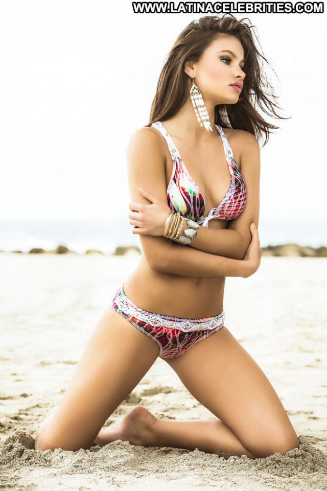 Yara Khmidan Posing Hot Paparazzi Beautiful Celebrity Babe Doll Hot
