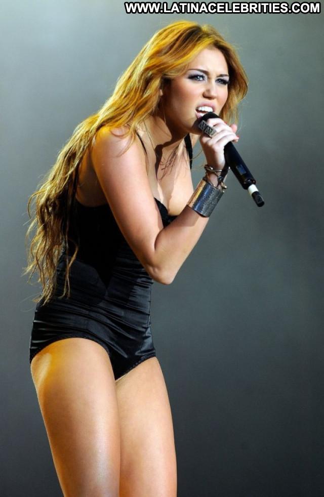 Miley Cyrus Beautiful Posing Hot Babe Spa Spain Paparazzi Celebrity