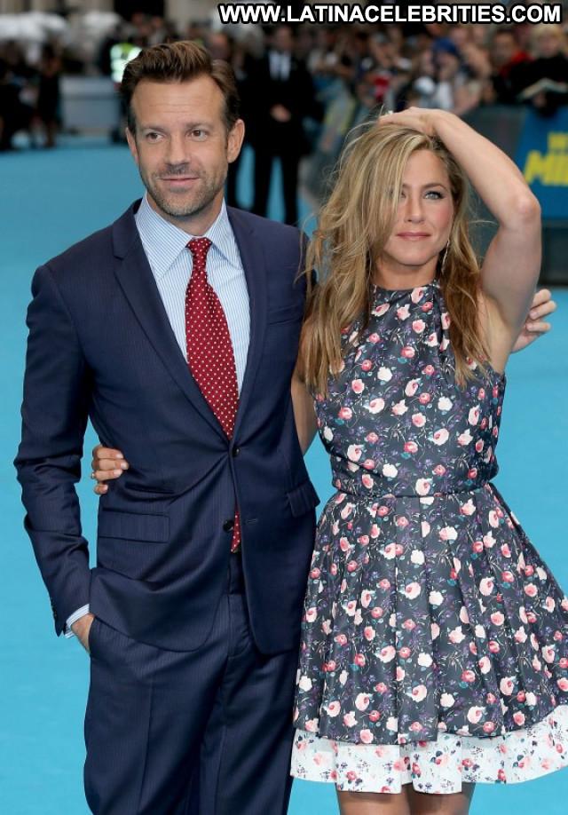 Jennifer Aniston Beautiful London Celebrity Paparazzi Posing Hot Babe