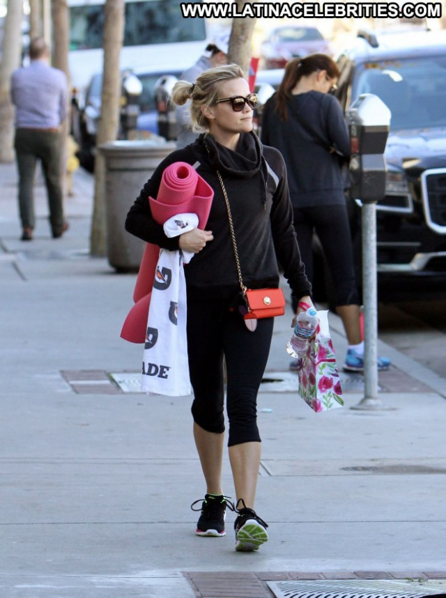 Reese Witherspoon Yoga Class Yoga Posing Hot Celebrity Babe Paparazzi