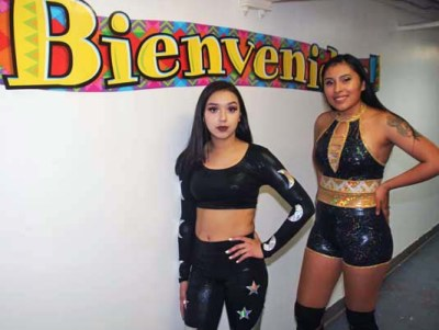 Atena vs Luna got the crowd going with their high energy match full of body slams and acrobatic moves.