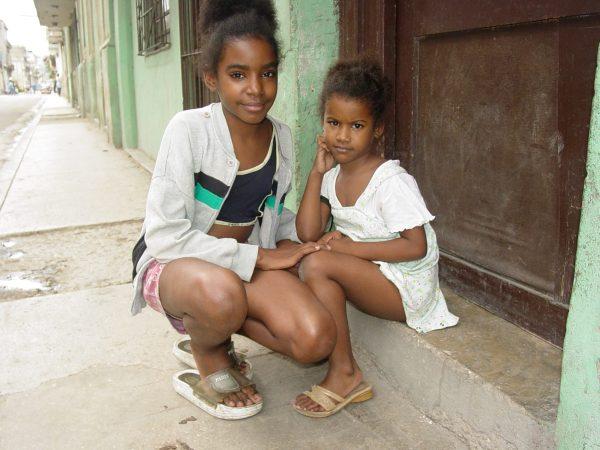 Two sisters in Havana, Cuba (Adam Jones/Flickr)