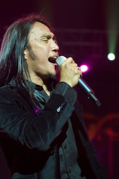 Filipino singer-songwriter Arnel Pineda (Wikimedia)