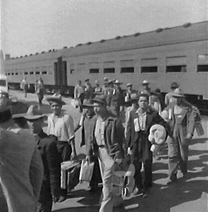 Braceros arriving in Los Angeles (Public domain)