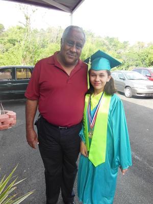 Mario Fitzpatrick Usera junto a su sobrina nieta Aleida Fitzpatrick. ¡Una mezcla de razas hermosa!