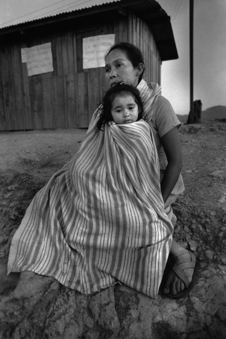 Salvadoran mother and child at a refugee camp in Honduras in 1988 (Moody College of Communication/Flickr)