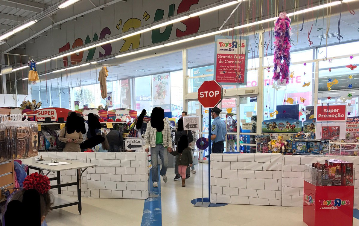 Mexican Soccer Star Miguel Layún Calls Out TOYS 'R' US for Displaying Border Wall at Portugal Store