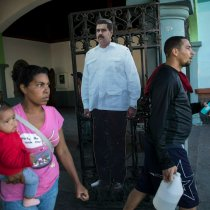 Venezuela Allows US Diplomats to Stay, Defusing Showdown