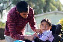 Padre hondureño camina 4,500 kilómetros para ayudar a su hija con parálisis cerebral