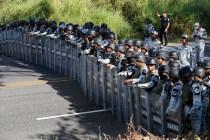 Mexican Guardsmen Break Up Migrant Caravan Along Highway