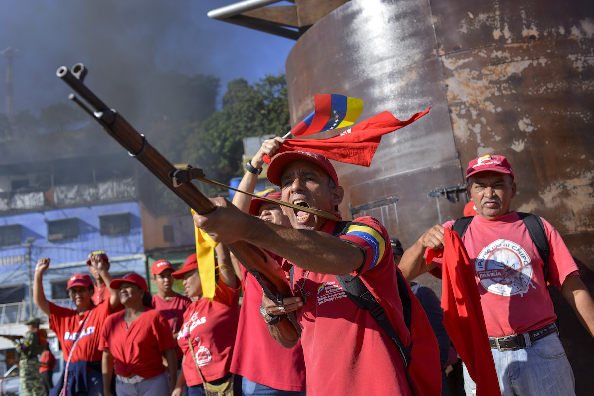 Denouncing the US, Venezuelan Troops and Militias Stage Drills