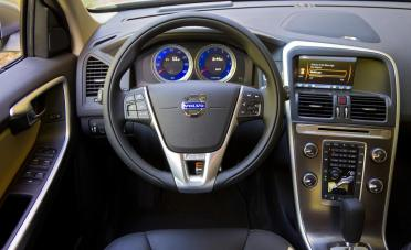 2012-volvo-xc60-t6-r-design-interior-photo-455898-s-1280x782