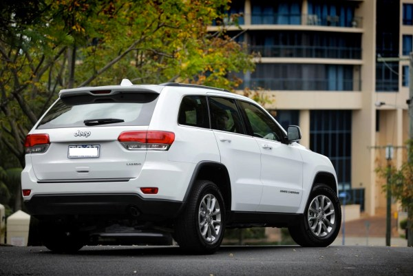2014-Jeep-Grand-Cherokee-Laredo-rear