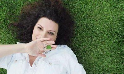 Com dois meses de atraso, fãs brasileiros de Laura Pausini finalmente podem assistir Simili