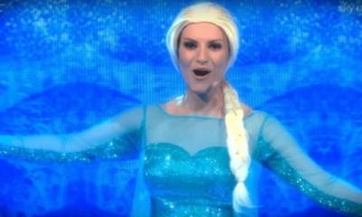 Laura Pausini se transforma em Elsa, de Frozen, na TV italiana