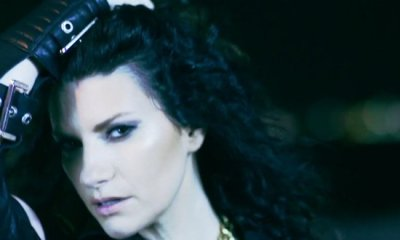 Chiedilo al Cielo é o décimo quinto videoclipe de Simili, da Laura Pausini