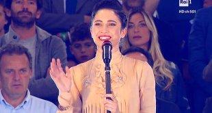 Lodovica Comello cantou o hino nacional da final da Copa da Itália