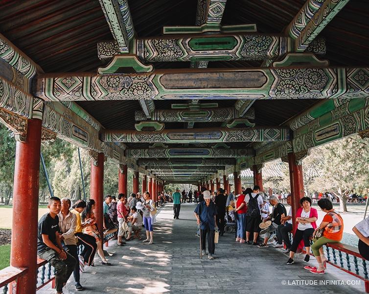 Aliás os chineses adoram se reunir em praças e parques pela cidade.
