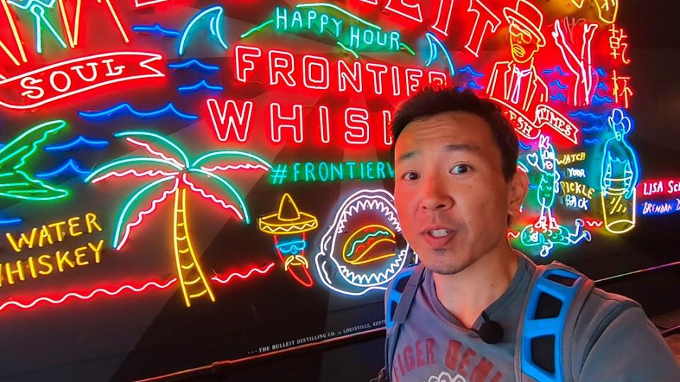 o que fazer em los angeles. grand central market neon