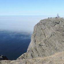 roccia con globo Capo Nord
