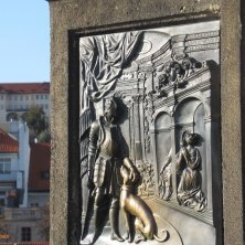 bassorilievo portafortuna Ponte Carlo