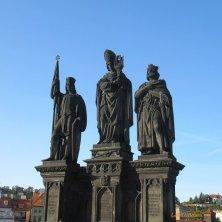 santi sul Ponte Carlo