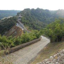 strada accesso vista dalla rocca