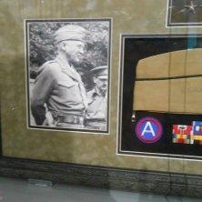berretto e autografo di Patton