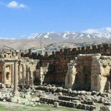 sito archeologico e montagne