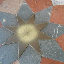 stella al centro della chiesa
