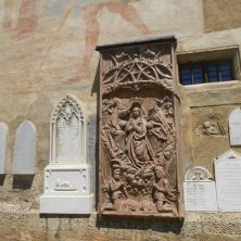 lastre sul muro Maria Saal