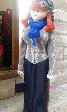 bambole fuori negozi