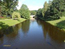 canale e parco a Riga