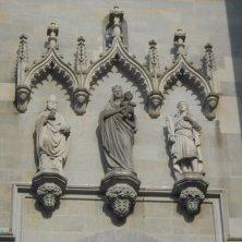particolare portale cattedrale