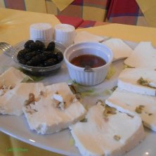 piatto formaggi locali