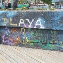 graffito lungo la spiaggia