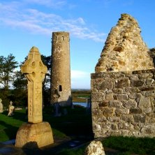 torre, croce e muro abbazia