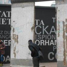 mostra al Checkpoint Charlie