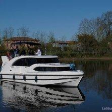 Houseboat_in navigazione