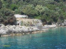 tratto di sentiero su Skorpios