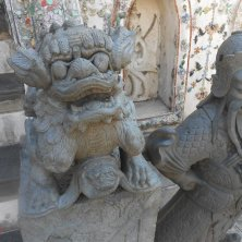 statue tradizionali al tempio