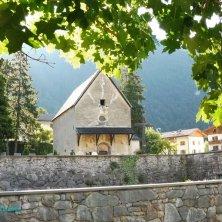 chiesetta e cimitero