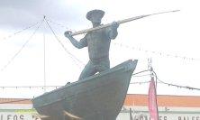 statua cacciatore balene