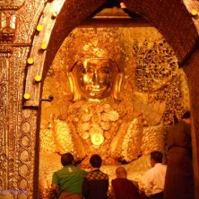 Buddha ricoperto d'oro a Mandalay