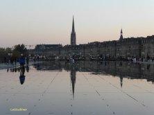 Saint Michel si specchia sul Miroir d'Eau