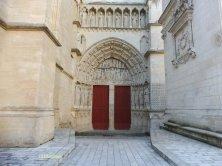 antico portale della St André dove passò Eleonora