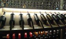 bottiglie in esposizione