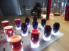 colori al tavolo delle esperienze sensoriali